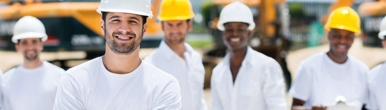 Équipe de construction souriante