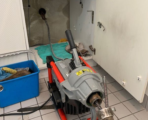 Appareil permettant de déboucher des canalisations